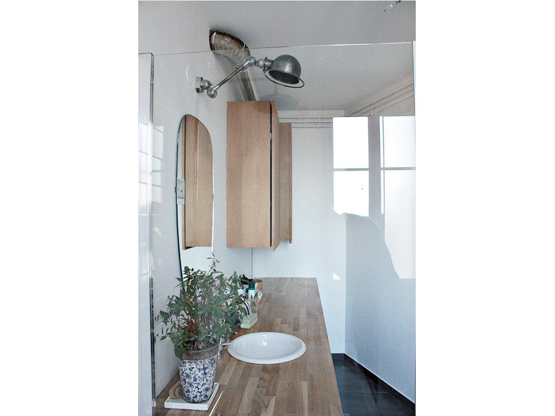 Plan salle de bain sous comble ukbix for Plan salle de bain sous comble
