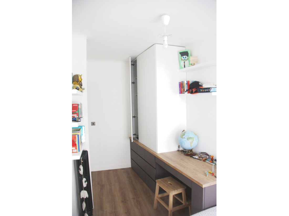 Interesting rnovation duune chambre duenfant meuble sur mesure mdf et chne sol pvc dcor chne for Amenagement bureau enfant